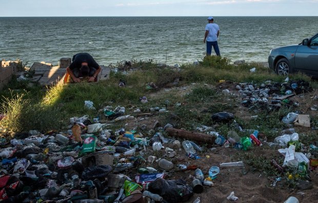 Безмозкі окупанти втопили Крим у смітті, люди благають про допомогу