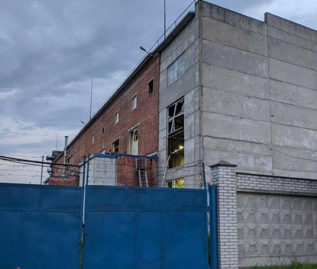 Во Львове на химзаводе прогремел мощнейший взрыв, снесло стекла и стены - спасатели что-то скрывают