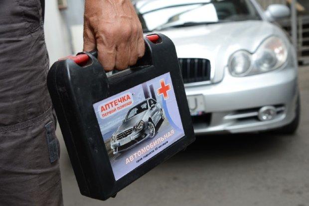 Автомобільна аптечка: який штраф випишуть поліцейські за її відсутність