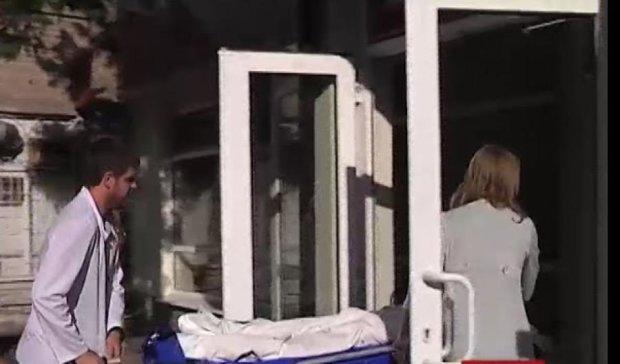 Врач забыл в животе ребенка 30 сантиметров проволоки (видео)