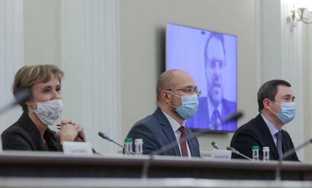Денис Шмигаль - фото з Фейсбук (сторінка Кабміну)