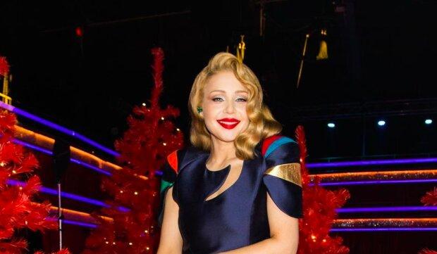 """Кароль в шелковом платье вдохновила миллионы украинцев: """"Шикарная женщина"""""""
