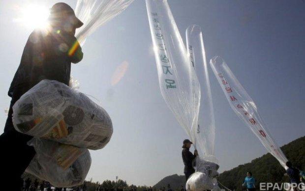 В Северную Корею отправили шары с комедией о Ким Чен Ыне