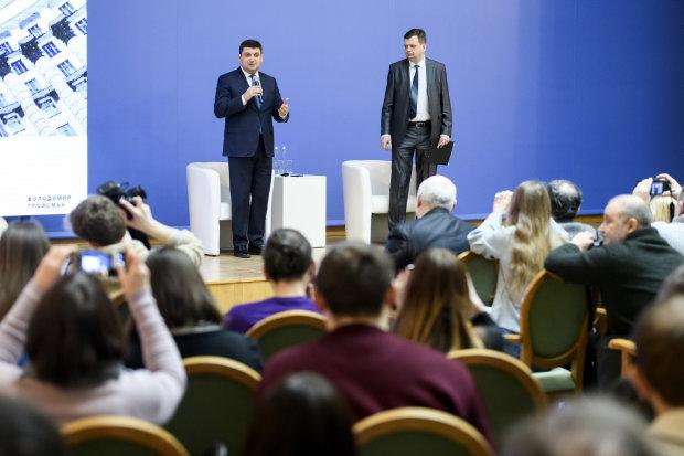 """В Украине поднимут зарплаты в 2019 году: кому в этот раз наобещали """"золотые горы"""""""