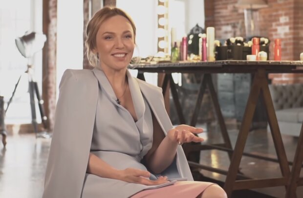 Альбина Джанабаева, скрин из видео