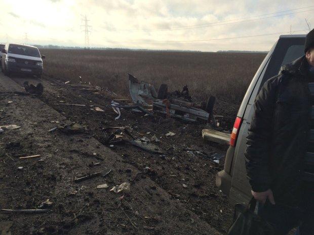 Вибух автобусу з мирними жителями на Донбасі показали на відео: моторошні кадри