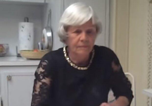 Літня жінка, скріншот відео
