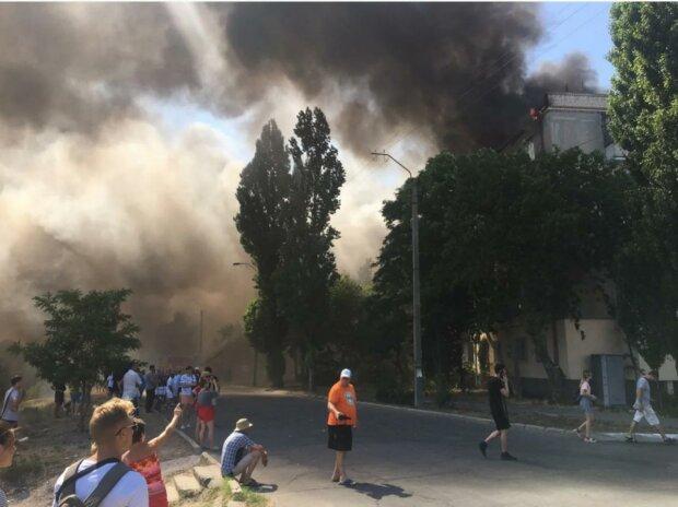 Нервный мужчина сжег многоэтажку после ссоры с женой - погорельцы выбегали, в чем мать родила