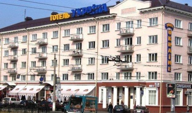 Довибори у Чернігові: міліція обшукує готелі та вилучає зброю