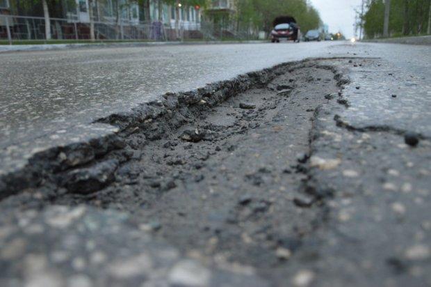 Одна сплошная яма: европейский дипломат прокатился по дорогам Украины, тошнило долго, - видео