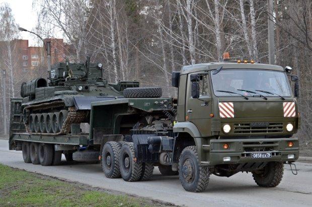 """""""Велика країна, великі воїни"""": російські військові намагалися приборкати КамАЗ, а пішли на дно"""