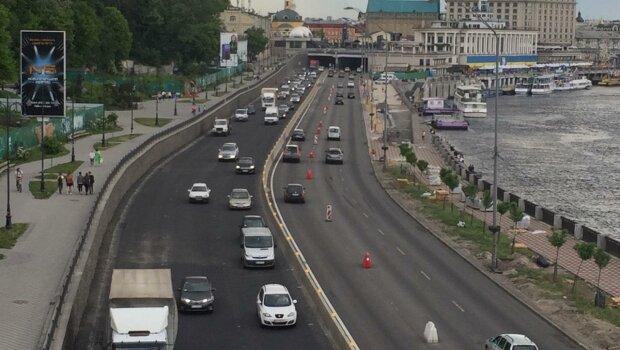 """У Києві ввели """"зимові"""" правила вуличного руху: де доведеться пригальмувати"""