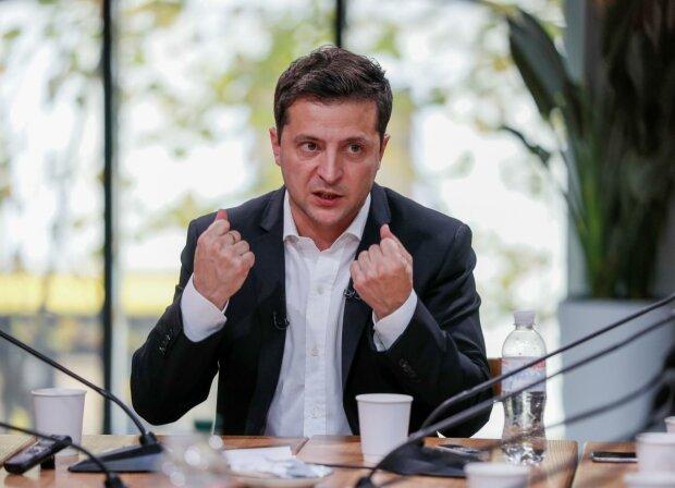 """Зеленський зробив скандальну заяву, яка шокувала країну: """"Я нікому не вірю"""""""