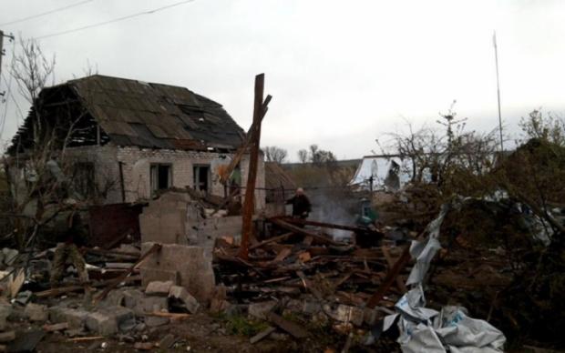 Пекло в Луганському: після обстрілу від селища лишились руїни
