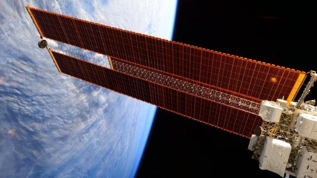 Китай озвучив амбіційну ідею: в космосі побудують сонячні батареї