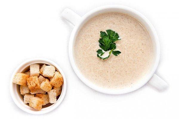 Ароматний грибний крем-суп з тостами
