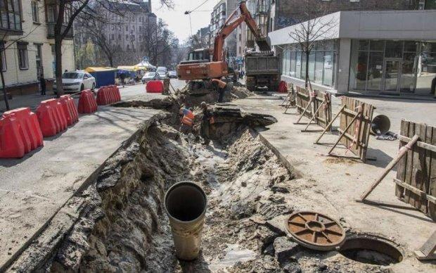 Киевлян снова оставили без воды: список адресов