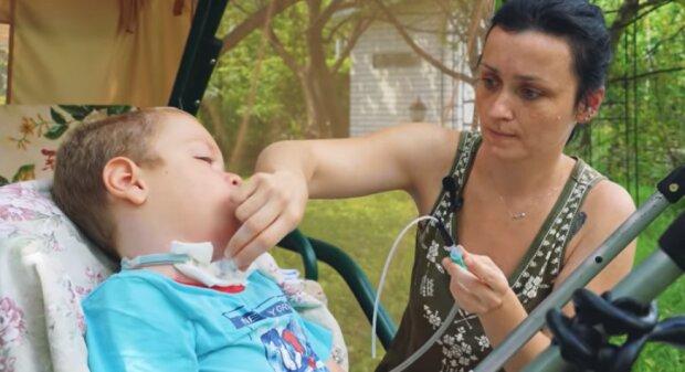 Катерина з сином, скріншот з відео