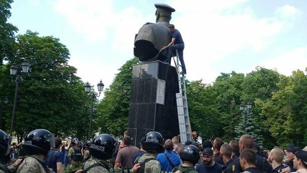 Жукова вернут в Харьков? Кернес заявился в суд ради одиозного маршала