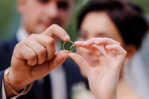 Развод и девичья фамилия: молодожены разбежались через три минуты после свадьбы