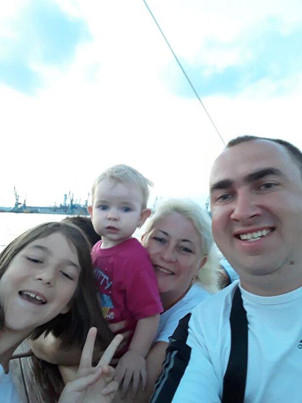 Бродовский Богдан с семьей, фото с фейсбук