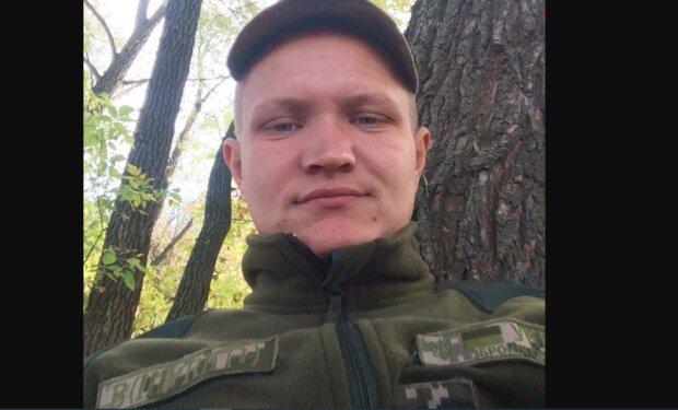 """Молодой харьковчанин с автоматом в руках погиб за Украину: """"Мама ждала сына в гости, а привезут в гробу"""""""