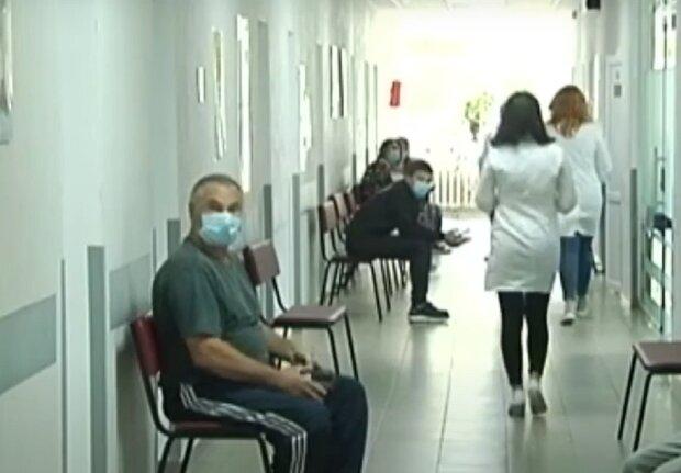 Тяжелая болезнь загнала сотни прикарпатцев в больницу, и корорнавирус здесь ни при чем