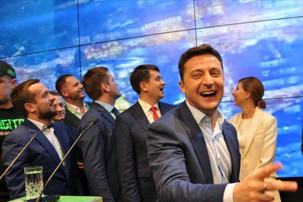 ЦВК оприлюднила перші результати виборів: Зеленський перемагає з колосальним розривом