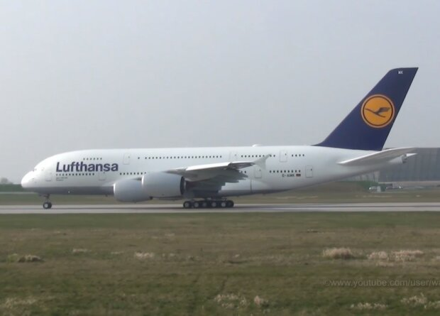 Самолет, скриншот видео