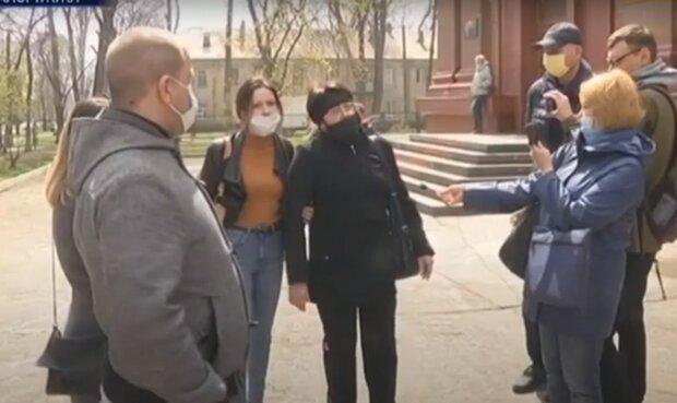 """9-классница повесилась из-за травли учителей и одноклассников: """"Свинья необразованная"""""""