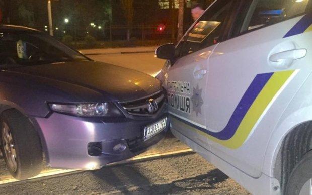 """Неадекватный """"азовец"""" Виталька протаранил полицейский Prius"""