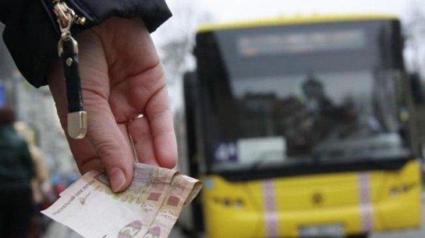 """Сотни харьковчан вышли на """"Марш гнева"""" против подорожания проезда"""