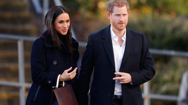 Снимай штаны: Меган Маркл здорово влетело от королевы Елизаветы II, аж Гарри покраснел