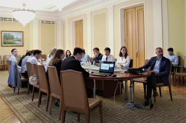 Новая Рада стала: у Зеленского делят важные должности, готовы уступить