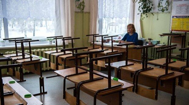 Дети исчезли из классов: на школы в Мелитополе резко повесили замки, что происходит