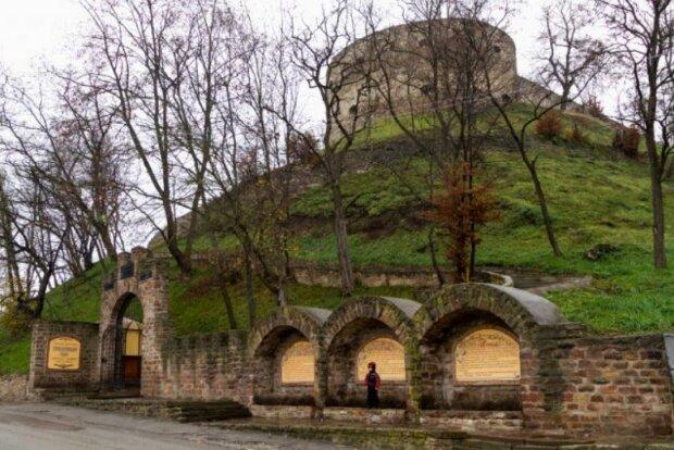 Тернополянин влетел на деньги из-за интима в древнем замке
