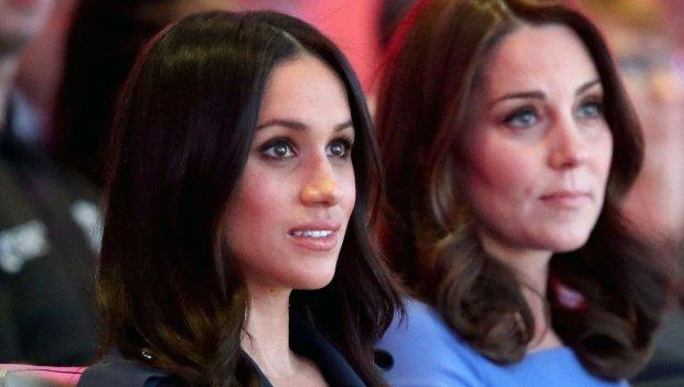Кейт Миддлтон дала пощечину Меган Маркл: королевский дворец объяснил, что произошло