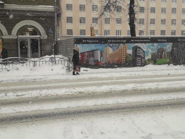 Элитная застройка оставила украинцев без тротуара: в чем проблема, все законно