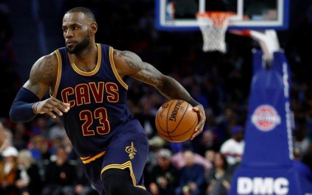 НБА: Фирменный томагавк Джеймса - лучший момент игрового дня