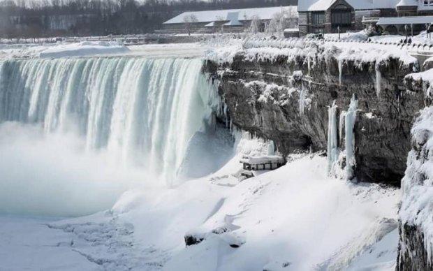 Льодопад: фотографи поділились красою обледенілої Ніагари