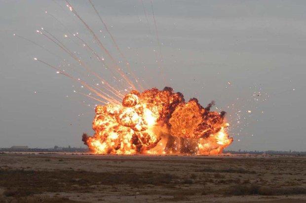 """У Луганську прогримів потужний вибух: бойовики вже шукають """"укродрг"""" і обшукують місцевих"""