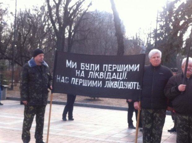 Чорнобильці почали пікетувати Раду