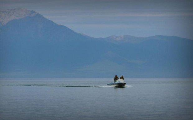 На найбільшому озері Європи зникли російські підлітки
