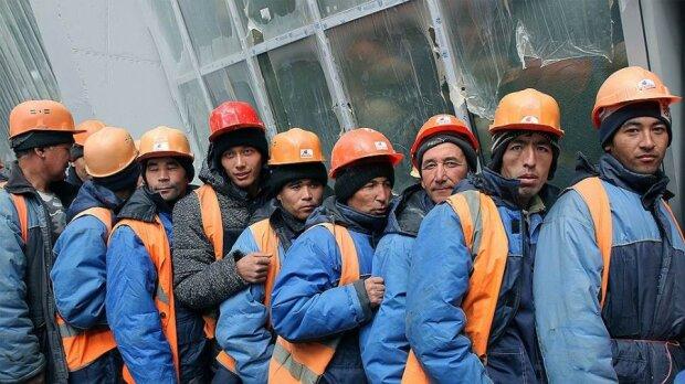 Заробітчани, фото з вільних джерел