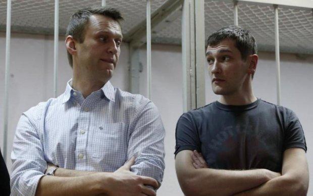 От звонка до звонка: Навальный вышел на свободу