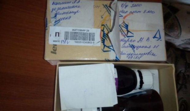 Українцям в посилки підкладають сміття (фото)