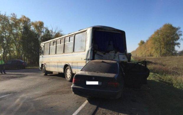 Автобус с украинцами разбился в Европе: жуткие кадры