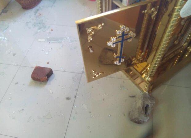 Пограбування церкви, фото: Іван Батіг / Facebook