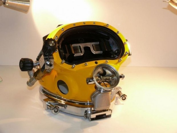 Водолазы будут ориентироваться под водой в шлеме виртуальной реальности