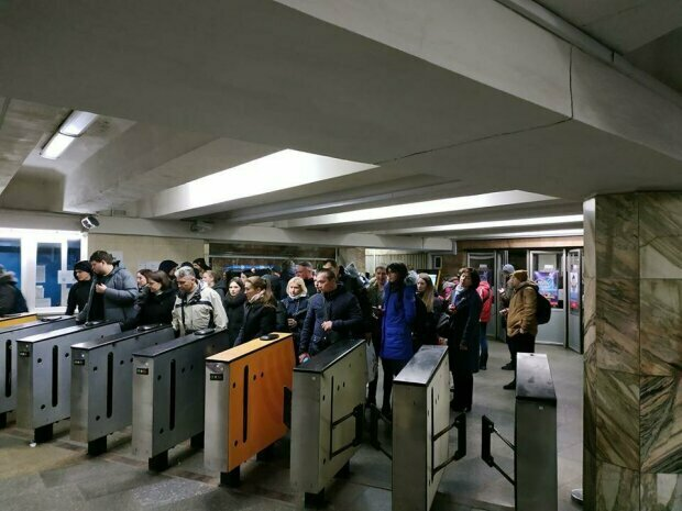 У київському метро неадекват наївся грибів і кинувся на поліцейського